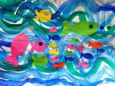 Vagues-à-la-peinture-+-poissons-collés. Diy And Crafts, Crafts For Kids, Arts And Crafts, Preschool Learning, Teaching Art, Cool Art Projects, Projects To Try, Seasons Activities, Arabic Funny