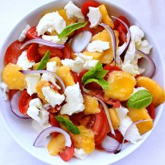 Summer in my plate: peach salad, tomatoes & mozzarella - cuisine - Raw Food Recipes Healthy Salad Recipes, Raw Food Recipes, Cooking Recipes, Tomate Mozzarella, How To Cook Quinoa, Summer Salads, Food Inspiration, Good Food, Healthy Eating