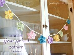 Sarahndipities ~ fortunate handmade finds: Things to Make: Free Crocheted Flower Garland Pattern {pretty garland for Spring or Easter} Crochet Home, Love Crochet, Crochet Motif, Crochet Crafts, Knit Crochet, Crochet Appliques, Crochet Things, Yarn Crafts, Crochet Stitches