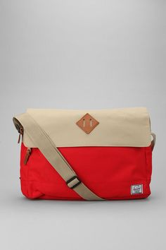 Who has two thumbs and plans to look like a d-bag on campus next semester? Herschel Supply Co. Mens Leather Laptop Bag, Leather Men, Baggage Claim, Messenger Bag Men, Herschel Supply Co, Beautiful Bags, Laptop Sleeves, 5 D, Shoulder Strap