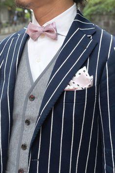 蝶ネクタイとリンクさせてリバーシブルスタイル <結婚式ポケットチーフコーデ参考>