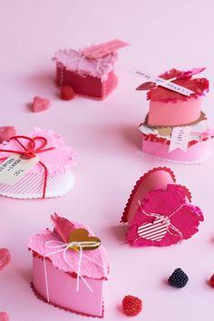 Valentine's Crafts: Breakable Heart Favors DIY Valentines Day Food, Valentine Day Love, Valentine Day Crafts, Valentine Decorations, Diy Love, Valentine's Day Crafts For Kids, Saint Valentine, Valentine's Day Diy, Design Ideas
