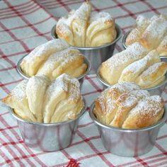 - Les Brioches de la Maison Parker - french recipe of Parker House Rolls