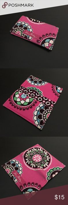 ☀️SALE☀️ Vera Bradley card holder The pattern is Cupcakes Pink, it can be used for credit cards, business cards, or anything you need it for! The corners do have some wear and it is in used condition. Vera Bradley Accessories Key & Card Holders
