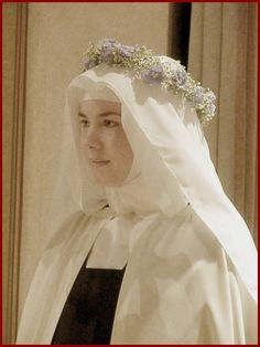 Clothed in the Habit of Our Lady of Mount Carmel a nun takes her final vows Catholic Saints, Roman Catholic, Nun Catholic, Nuns Habits, Lady Of Mount Carmel, Catholic Pictures, Bride Of Christ, Les Religions, Mother Mary