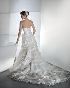 Explore our wedding dresses collections. Find the wedding dress of your dream and get in contact with one of our retailers. Organza Wedding Gowns, Wedding Dresses, Fashion Gallery, Dress Collection, Illusions, One Shoulder Wedding Dress, Our Wedding, Bridal, Style