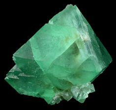 Fluorite verde (aglomerado)   Green Fluorite (cluster)  ❥  Fluorite, pedra de protecção e estabilizadora, harmoniza a energia espiritual. Nos chacras superiores (5º+) aumenta a intuição e a consciência universal. Facilita e aclara processos mentais. Fisicamente a fluorite fortalece ossos e dentes e suaviza dores de artrite. A Fluorite verde absorve energia em excesso e direcciona-a para a terra. Acalma e limpa os chacras.