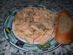 Kabanos nakrájíme na kolečka nebo na půlměsíce, cibuli nakrájíme podle kabanosu a okurky na kolečka.Já osobně mám ráda hodně cibule a hodně... Pork, Food And Drink, Turkey, Beef, Treats, Chicken, History, Cooking, Salads