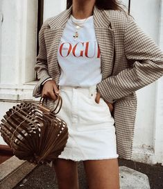 How To Create The Ultimate Capsule Wardrobe For Spring Plaid oversized blazer with white denim skirt and white t-shirt Vogue Fashion, Look Fashion, Winter Fashion, Womens Fashion, Fashion Trends, Fashion Ideas, Feminine Fashion, Classic Fashion, Aesthetic Fashion
