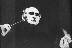 Maestro Jose Siqueira -  Fundou a Orquestra  Sinfonica  Nacional da Radio MEC (1961) e a Orquestra de Camera do Brasil (1967). Foi aposentado pela ditadura militar (1969), proibido de lecionar, gravar e reger no Brasil. Deve-se a ele a criacao da Orquestra de Camara do Brasil, Sociedade Artistica Internacional, o Clube do Disco e a Ordem dos Musicos do Brasil. Faleceu no Rio de Janeiro em 1985. - Pesquisa Google