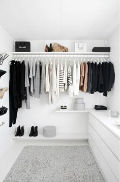 Minimalist Living Room Minimalism Apartments minimalist bedroom tips apartment therapy.Modern Minimalist Living Room Nooks cosy minimalist home simple.Minimalist Home Facade Interiors. Walking Closet, Walking Wardrobe Ideas, Closets Pequenos, Monochrome Bedroom, Monochrome Interior, Stylish Interior, Monochrome Fashion, Bedroom Black, Bedroom Green