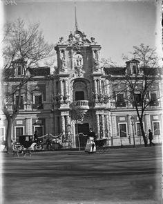 La fachada principal del Palacio en 1897. ©ICAS-SAHP , Fototeca Municipal de Sevilla, archivo Caparró. #Sevilla #Seville #sevillaytu @sevillaytu
