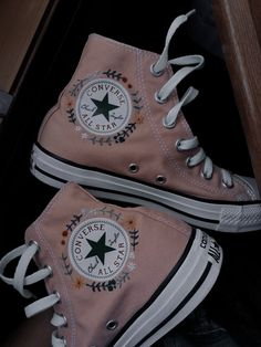 Converse Outfits, Sneaker Outfits, How To Wear Converse, Converse Chucks, Converse Style, Custom Converse, Moda Converse, Black Converse, Jean Outfits