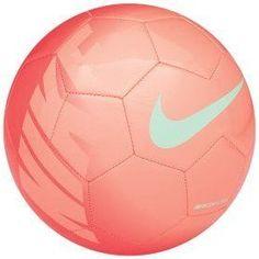 Esta pelota es muy bonita, y tú necessitas una pelota correcta en grandes ligas. Nike hace muchas pelotas differentes, y quiero esta pelota.