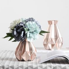 """Decor Day on Instagram: """"🔥🔥Rose gold is trending in 2019, a rose gold vase with faux flowers sets your decor apart 💐 . . #decorday #decortrends #homedecor…"""" Rose Gold Vase, Rose Gold Marble, Gold Vases, Gold Everything, Faux Flowers, Vases Decor, Bedroom Decor, Bedroom Ideas, Event Planning"""