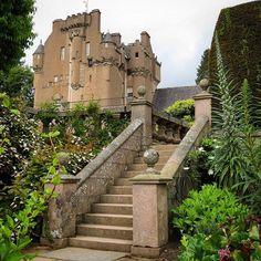 Crathes Castle from the stunning sunken gardens by kelvinboy7