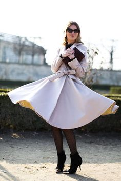 This coat was made for twirling. Street Style at Paris Fashion Week Fall 2013 Photo 106 Cool Street Fashion, Paris Fashion, Street Chic, Khadra, Autumn Street Style, Types Of Fashion Styles, Passion For Fashion, Autumn Winter Fashion, Womens Fashion