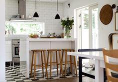 snygga lampor över köksö