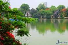 Hoan Kiem Lake or Hoan Kiem Lake is one of the places to visit when visiting Hanoi. Located in the heart of the center, Sword Lake is like this thousand-year-old city. The lake's surface is like a large mirror reflecting the ancient trees, the hair-c…… Vietnam Travel Guide, Vietnam Tours, Hanoi Vietnam, Vietnam Holidays, Vietnam Voyage, Sites Touristiques, Visit Vietnam, May Bay, Travel Magazines