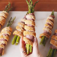 ASPARAGUS & HAM WRAPS: The perfect spring party food! #easyrecipe #appetizers