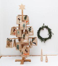 """Anni 🌿 on Instagram: """"Die Kinder sitzen schon in der Badewanne, da in dem ersten Türchen Bade-Perlen waren... Ein wunderschönes Wochenende euch! *…"""" Tree Decorations, Advent Calendar, Photo Wall, Holiday Decor, Frame, Instagram, Christmas, Home Decor, Advent Season"""
