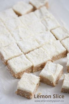 Sweet and tart lemon slice with coconut, a typical Australian cake, easy to make and sure to please anyone. Lemon Coconut Slice, Aussie Food, Aussie Bbq, Nice Biscuits, Australian Desserts, Lemon Recipes, Tofu Recipes, Desserts With Biscuits, Treats