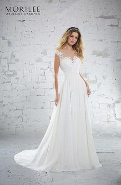 bd59c47655 Model 6885 - Delikatna szyfonowa suknia z gorsetem w kształcie serca.  Zdobienia z kryształków i