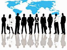 Lista cu locuri de munca care cer romana in Italia   Un grup de persoane, muncitori, in fata unei harti a lumii