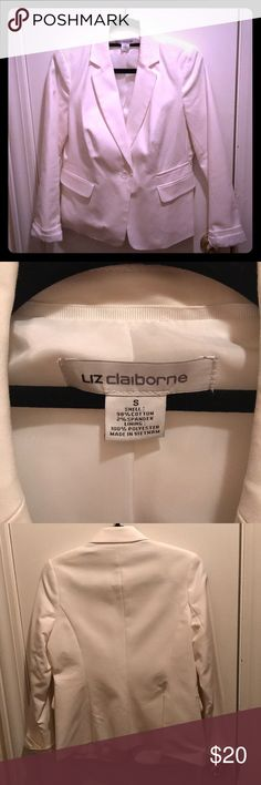 🎉Liz Claiborne white classic blazer Classic style blazer. Cute to dress up jeans for a more business casual look or pairs well with dress pants for a skirt. Liz Claiborne Jackets & Coats Blazers