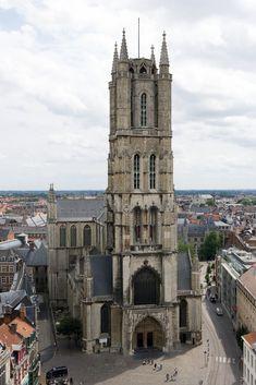 Gent-Sint-Baafskathedraal_vom_Belfried_aus_gesehen.jpg (2667×4000)