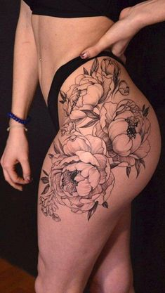 Floral Flower Thigh Tattoo Ideas for Women - Ideas florales del tatuaje del muslo de la flor para las mujeres - www.MyBodiArt.com #flowertattoosforwomen