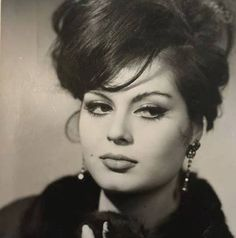 Türkan Şoray Celebrity Singers, Celebrity Stars, People Photography, Artistic Photography, Hollywood Actor, Hollywood Actresses, 1960s Hair, Artists And Models, Classic Actresses