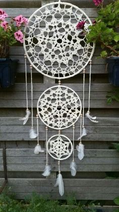 A free crochet pattern from a Dreamcatcher. Read more about this dream catcher's crochet chart at Crochetinformation and also crochet a dream catcher! Motif Mandala Crochet, Crochet Motifs, Crochet Doilies, Crochet Stitches, Macrame Patterns, Crochet Home, Crochet Crafts, Crochet Projects, Craft Ideas
