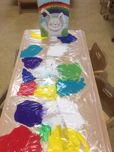 Our Royal Earlswood Day Nursery held some very enjoyable activities for children during this months Family Fun Day. This activity taught children what colours mixed paint made in a mess-free way!