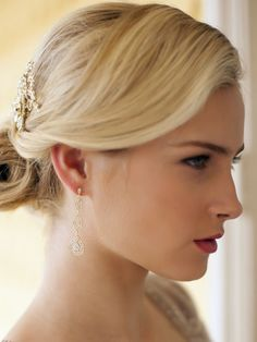 Sublimes boucles d'oreilles vintage très raffinées, indispensables pour une soirée cocktail, cérémonie ou mariage.