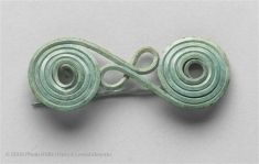 Etruscan Accessories  Fibulae was considered jewelry. Similar to pins and brooches, Fibulae act as closure technology.
