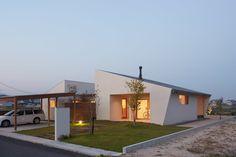 ダイチノイエ: toki Architect design officeが手掛けた家です。 Japan House Design, Village House Design, Box Houses, Village Houses, My House Plans, Dream House Exterior, Japanese House, Story House, Architect Design