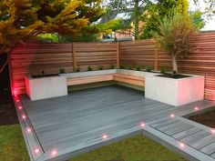 wood fence Maple wood fencing with raised beds in slate grey porcelain tiles. Garden Design, Wood Fence, Garden Seating, Small Backyard, Patio Design, Backyard Landscaping Designs, Modern Garden Design