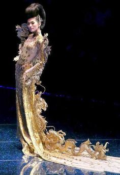 costume2couture.com: Guo Pei Couture- Where would I wear this you ask? Everywhere!