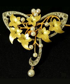 An Art Nouveau diamond, pearl, platinum and gold 'Ivy' brooch, French, 1900~1910s. #ArtNouveau #brooch