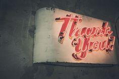 """Dank. bar. keit. """"Ich persönlich denke, dass Dankbarkeit mehr ist als ein Gefühl oder eine höfliche Angewohnheit, sondern eher ein Lebensstil – in jeder Lage."""" Ein Blogbeitrag von herzensfreundinnen.de"""
