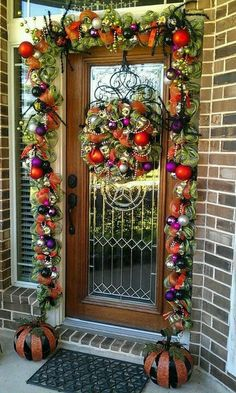 Another pinner wrote: Minus the spiders, but I love all the color! Halloween doesn't have to be just orange and black. Halloween Garland, Halloween Porch, Spooky Halloween, Holidays Halloween, Halloween Crafts, Happy Halloween, Halloween Decorations, Halloween Ideas, Pretty Halloween