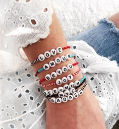 Letter Bead Bracelets, Pony Bead Bracelets, Beaded Braclets, Kandi Bracelets, Friendship Bracelets With Beads, Beaded Bracelet Patterns, Name Bracelet, Pony Beads, Beaded Jewelry