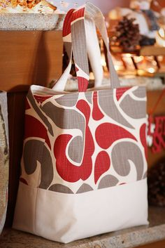 Adorable Market Tote. I love her fabric choices.