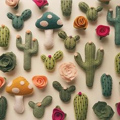 Now I can have cacti all over the house and not worry to give it enough sunlight☀️☀️☀️ ( by the talented: @lunabeehive) #cacti #felt #garden #succulents #succulent #cute #pillows #need #cactus #pricks