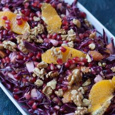 Recipe for a red cabbage salad with oranges and pomegranate. The salad is very healthy, filling and rich on vitamin A and C. Red Cabbage Salad, Orange Salad, Danish Cuisine, Vegetarian Recepies, Vegetarian Food, Pomegranate Recipes, Cooking Recipes, Healthy Recipes, Base Foods