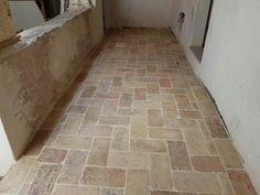 Ripristino pavimento in cotto esistente. Cantiere Fossombrone Terracotta, Stone Flooring, Bathroom Flooring, Florida, Home Furniture, Tile Floor, Entrance, New Homes, Exterior