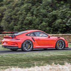 Work of art.. #991 #GT3RS #Porsche By @renatoviani #Carsgasm