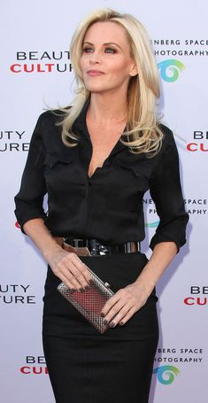 Jenny McCarthy Neutral Nail Polish - Jenny McCarthy paired her all-black ensemble with a gunmetal gray polish. Jenny Mccarthy Hair, Neutral Nail Polish, Gray Polish, My Beauty, Hair Beauty, Brown Blonde Hair, Hair Color And Cut, Blonde Women, Beautiful Actresses