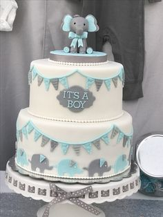 Whether you are going to order or bake your baby shower cake, you will need some inspiration! We have collected 25 baby shower cake ideas just for you! Torta Baby Shower, Deco Baby Shower, Elephant Baby Shower Cake, Elephant Cakes, Baby Shower Cakes For Boys, Shower Bebe, Baby Shower Decorations For Boys, Boy Baby Shower Themes, Baby Boy Shower